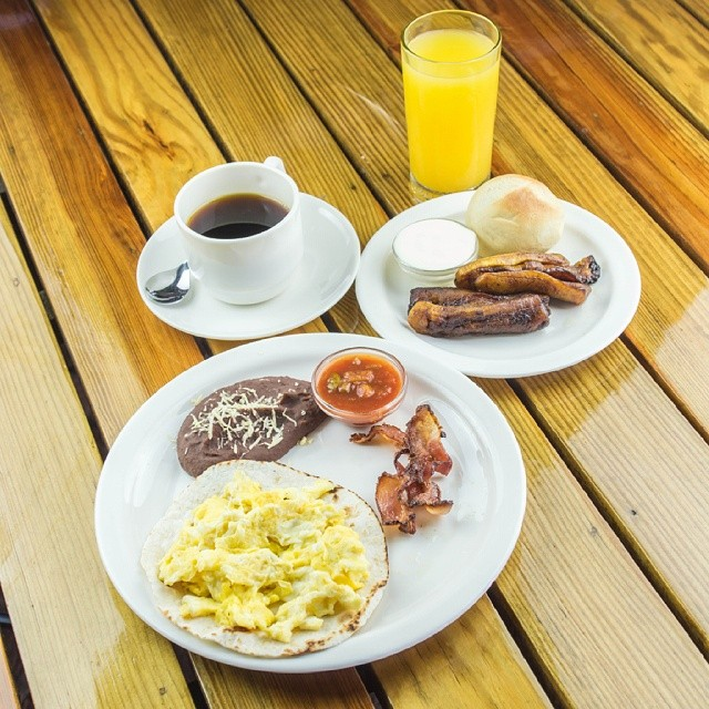 Ven y disfruta de nuestros deliciosos desayunos típicos. Tenemos una gran variedad de platos para todos los gustos y sabores. ¡Los esperamos!  #puertobarillas #elsalvador #food #foodporn #yum #instafood #TagsForLikes #yummy #amazing #instagood #photooftheday #breakfast #tasty #foodie #delish #delicious #eating #foodpic #foodpics #eat #hungry #foodgasm #hot #foods #morning #coffee