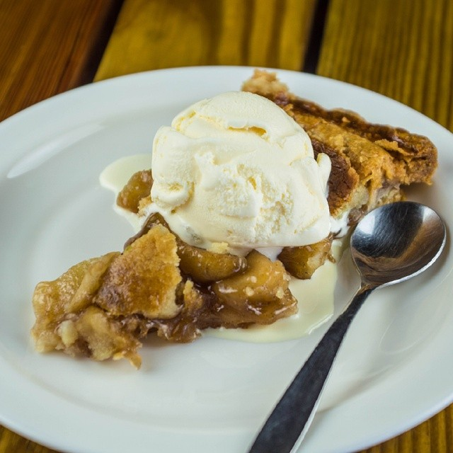 Enjoy a perfect apple pie in our restaurant. El Conacaste.  #puertobarillas #elsalvador #dessert #food #desserts #TagsForLikes #yum #yummy #amazing #instagood #instafood #sweet #apple #pie  #icecream #dessertporn #delish #foods #delicious #tasty #eat #eating #hungry #foodpics #sweettooth