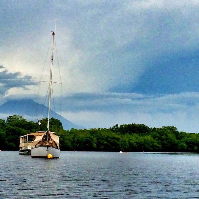 Whether you travel on a sailboat or sail on a boat or pontoon, Jiquilisco bay will surprise you with its colors and beauty. You gotta be here! Visit Puerto Barillas. www.puertobarillas.com @puertobarillas #visitelsalvador #instagood #sailing #fun #picoftheday #bay #boats #follow4follow #tags4likes #beautiful