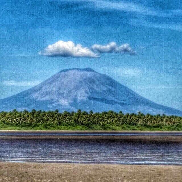 What about swimming with This view?  Que te parece nadar con esta vista? #priceless #relaxing #peaceful #paradise #travel #elsalvador #island #volcano @puertobarillas_elsalvador