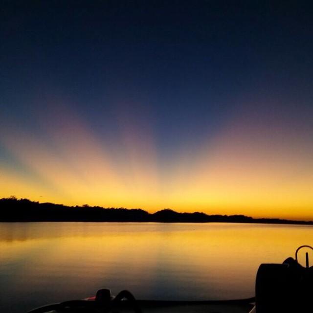 Everyday- beautiful & colorful sunsets @ Bahia de Jiqulisco @puertobarillas_elsalvador #sunny #travel #elsalvador #sunset #picoftheday #instagood #tags4likes