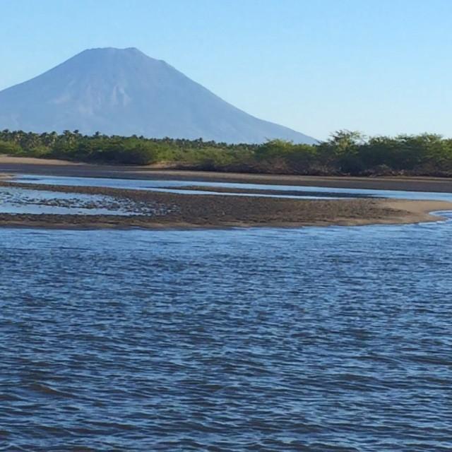 Buenos días ! TGIF.... It's time for Bahia de Jiquilisco... @puertobarillas_elsalvador #boat #tour #visitpuertobarillas #elsalvador #beauty #ecotourism #nature #instalike #instagood #pajarito #island