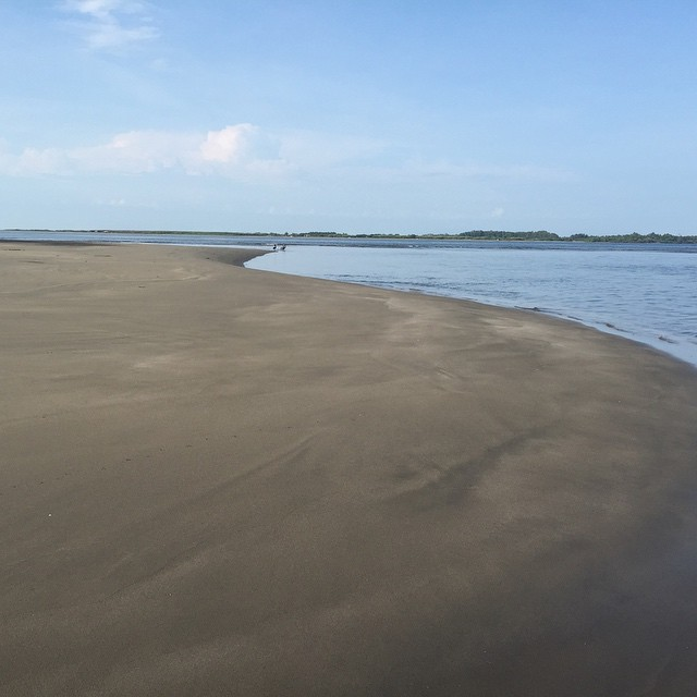 It's a beatiful Day at Bahía de Jiquilisco, don't let it get away #sunny #peaceful #travel #tranquility #beaty #sanddunes #visitelsalvador #sightseeing #nature