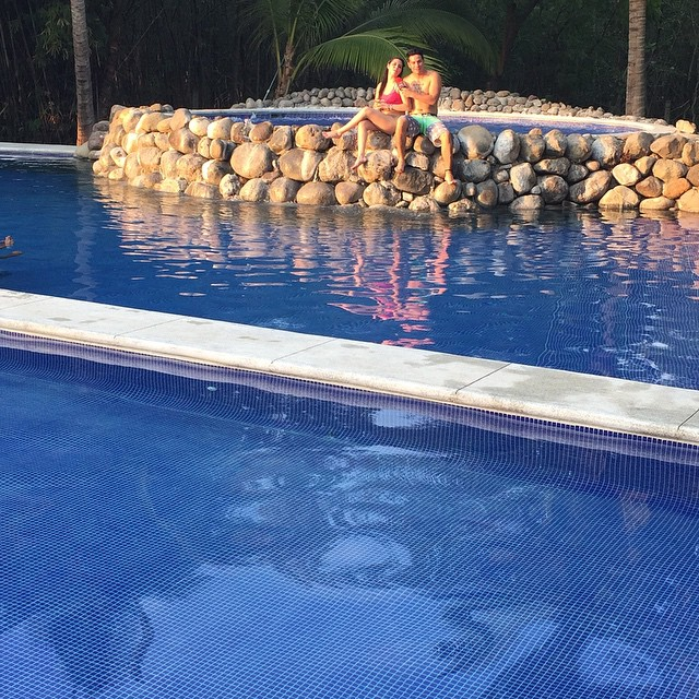 Swimming is all about good times #pool #happiness #harmony #funday #energy #water #views #travel #elsalvador #picoftheday @culturaextrema  No te lo piernas esta Semana